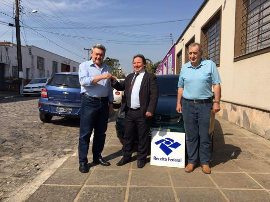 Receita Federal doa automóvel para a Diretran